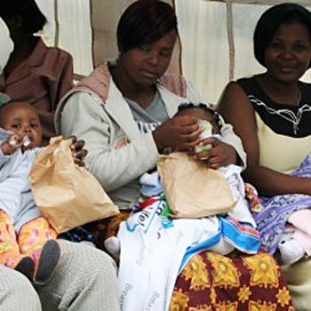 KENYA: Online Groups Replace Traditional Motherhood Advice