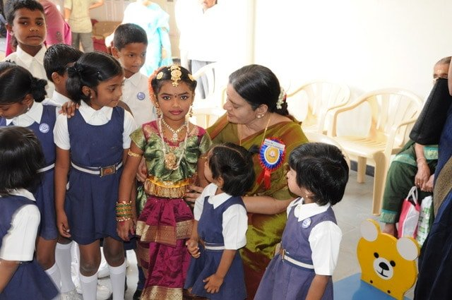Mathioli R. Saraswathy with children
